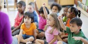 educacion infantil en ingles en Valencia - clase atenta